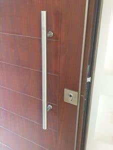 תיקון דלתות כניסה לבניין