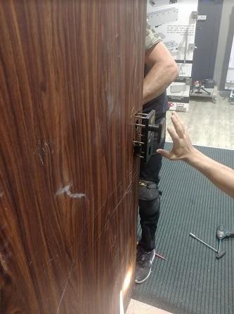 תיקון דלתות רב בריח